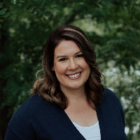 Adrienne Burns - Online Therapist with 7 years of experience