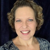 Anita Pardo - Online Therapist with 28 years of experience