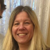 Lisa Groark has 9 years of experience