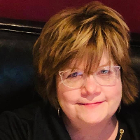 Lynn Croghan - Online Therapist with 10 years of experience