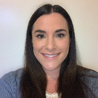 Danielle Albares - Online Therapist with 6 years of experience